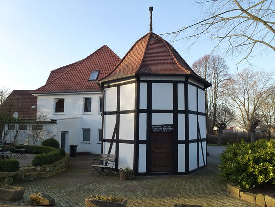 "Hille, Alemania: The ancient ""brunnen"" building"