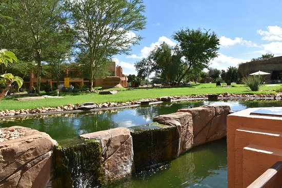 Windhoek Country Club Resort: giardino interno1