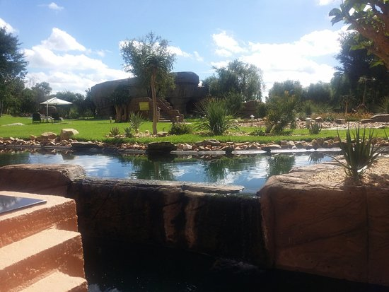 Windhoek Country Club Resort: giardino interno2