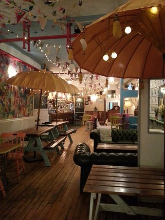 Bunk House: Lovely interior to chill at