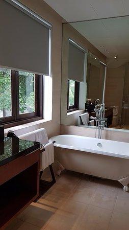 Amara Sanctuary Resort Sentosa: Verandah Suite bathroom