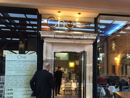 La Zenia, Ισπανία: Impressive enterance poor food