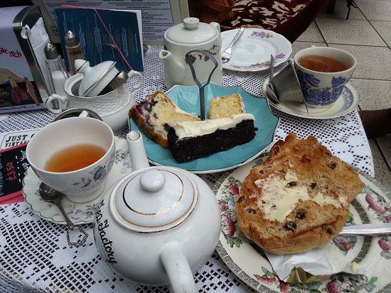 Just Grand! Vintage Tearoom: Tea and cakes