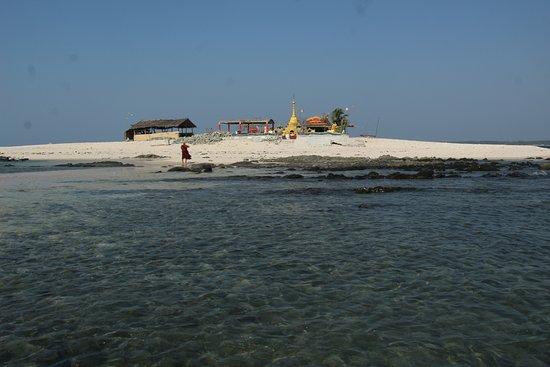 Chaungtha, Burma: White Sand Island - www.goldenmyanmarbooking.com