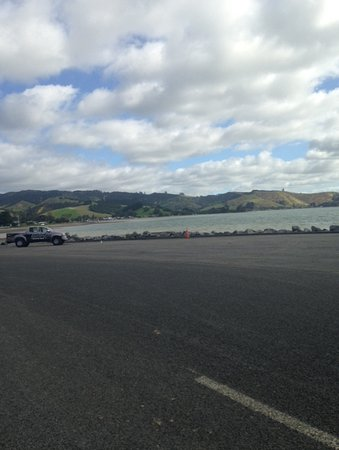 Kawakawa Bay: View of beach from boat ramp