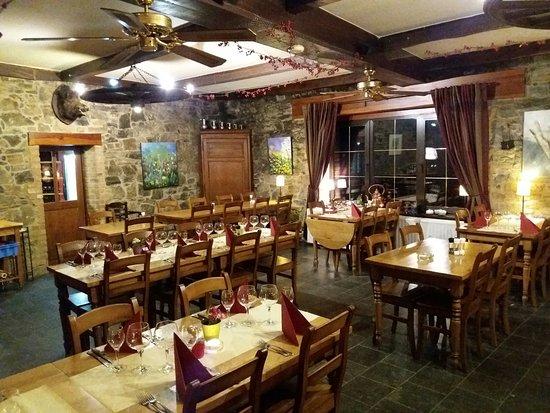 Houyet, Belgia: salle de restaurant