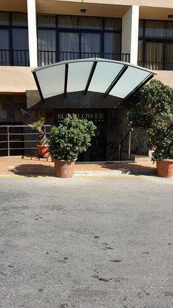 Sunflower Hotel: Entrée de l'hotel