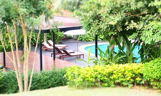 Chaw Ka Cher Tropicana Lanta Resort: Garden and Pool