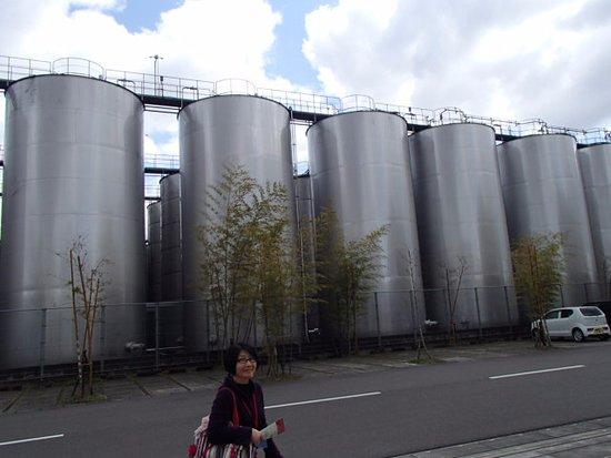 Kirishima Factory Garden : 外にある熟成タンク