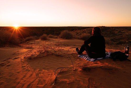 Birdsville, Australia: Enjoying a wine and soaking in the desert sunset at Eyre Creek.