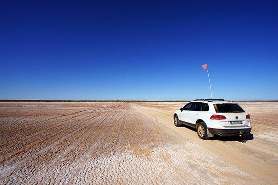 Birdsville, Avustralya: On route to Poeppel Corner crossing the salt lakes.