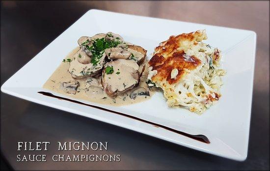 Ecully, France: Plat du jour : Filet mignon sauce champignons, gratin de pâtes