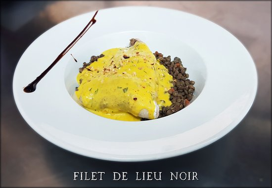 Ecully, France: Plat du jour : Filet de lieu noir, sauce au safran, lentilles vertes