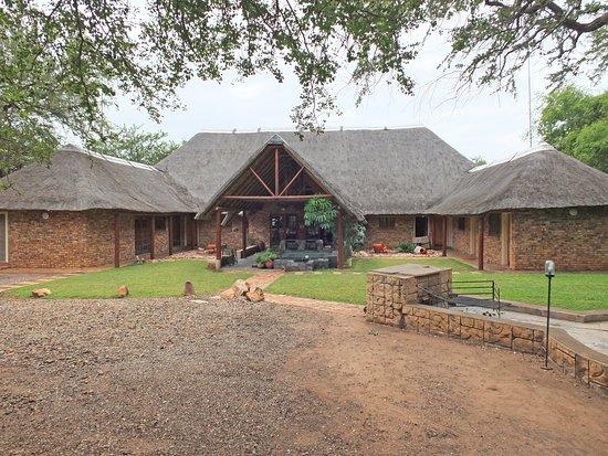 Nhongo Lodge