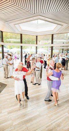 Waldhufendorf Beinberg: Tanz mit Live-Musik von Dienstag bis Sonntag im Parkrestaurant