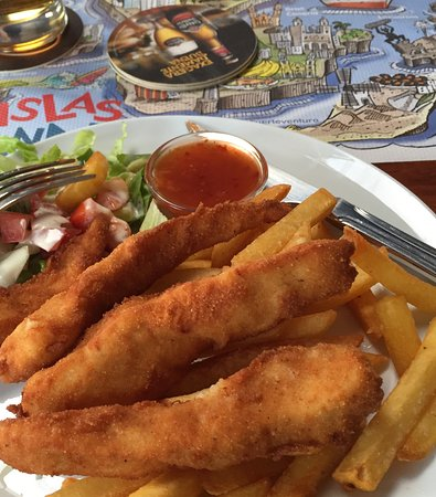Charco del Palo, Spain: Chicken strips with chilli sauce, salad and fries