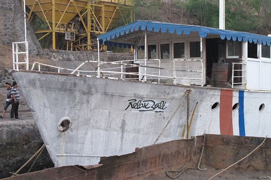 Kubu, Indonesien: Relax Bali wreck is cleaned and ready to be sank down