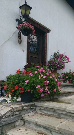Radstadt, Austria: Our flowery entrance.