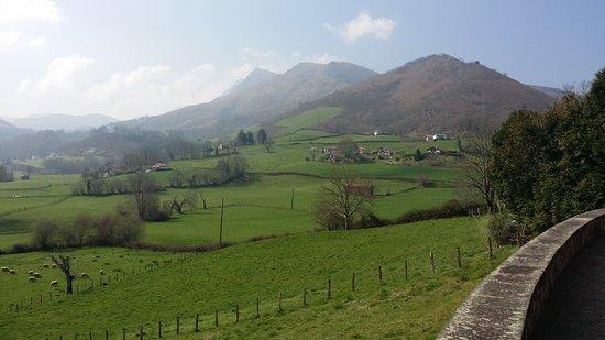 Bidarray, Frankreich: vue depuis la terrasse de l'auberge