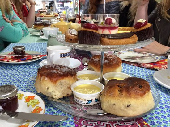 Aylesford, UK: Delicious cakes for our Afternoon-Tea