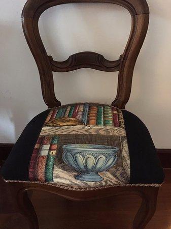 B&B Sant'Angelo 42: 部屋に合った可愛い椅子