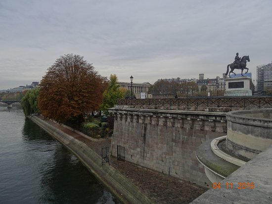 Photo of Bridge Pont-Neuf at Ile De La Cite, Paris 75001, France