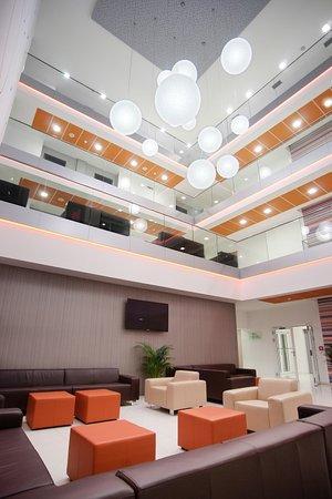 Zvolen, Eslovaquia: hotel - vstupná hala