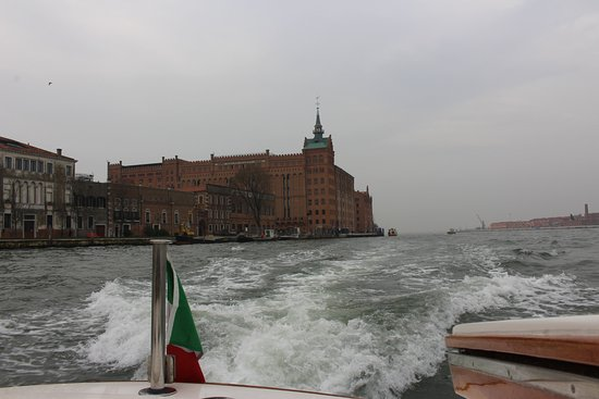 ‪‪Hilton Molino Stucky Venice Hotel‬: View of hotel from Water Taxi‬