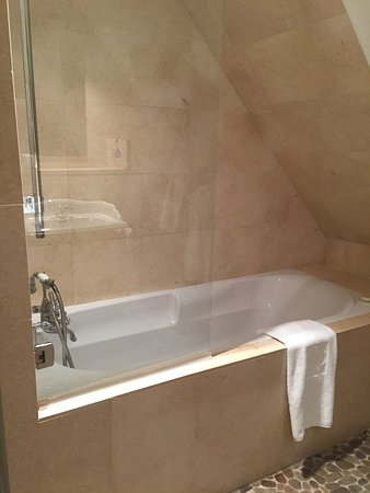 Shower/bath - Picture of Hotel Cour du Corbeau Strasbourg ...