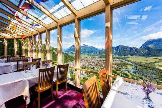 Hotel Schloss Wartenstein: Restaurant Weitblick mit Blick übers Bündner Rheintal