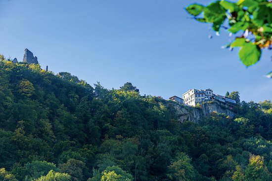Pfaefers Dorf, Schweiz: Hotel Schloss Wartenstein und Burgruine Wartenstein