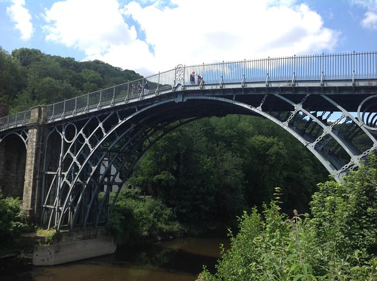‪The Iron Bridge and Tollhouse‬
