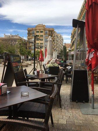 Plaza de la Merced : lovely cafesx