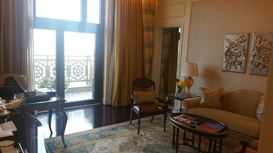 The Leela Palace New Delhi: Seating area of Royal Club suite