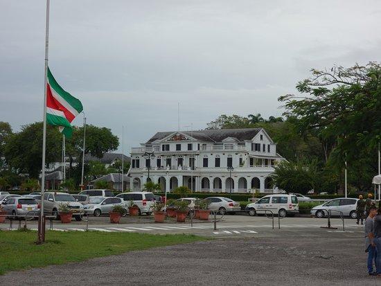Presidential Palace: vanaf de nationale assemblee