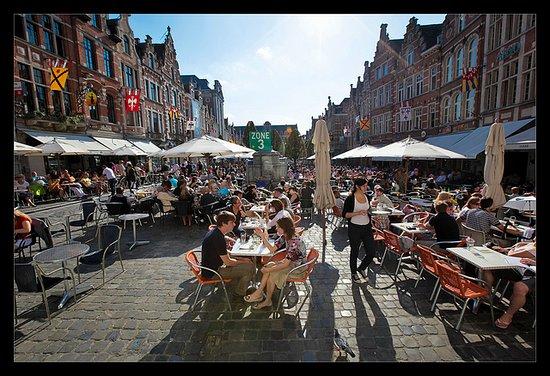 Flandes, Bélgica: Oude Markt Leuven  :photo by Toerisme Leuven