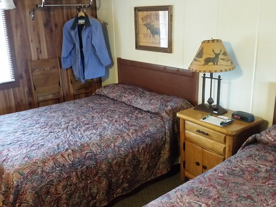 Olde Mill Inn: Rooms have that log cabin look