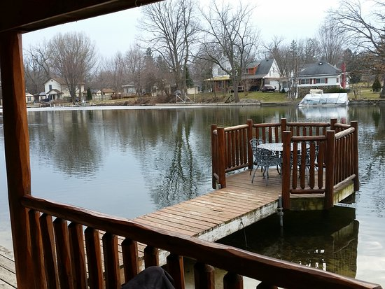 Olde Mill Inn: Even in March the lakeside view is peaceful.
