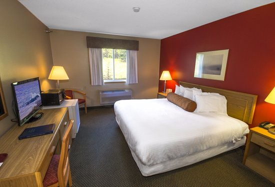 Lutsen, MN: 1 king bed