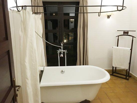 Ana Mandara Villas Dalat Resort & Spa: 욕실이 고풍스럽다