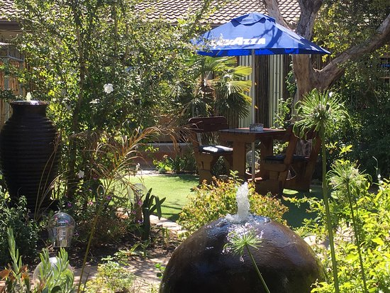 Strand, South Africa: Great job.  This nice restaurant had good caring local waiters. A nice  garden where one can sit
