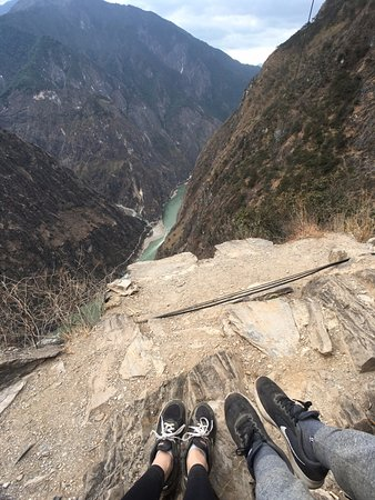 Shangri-La County, China: 낭떠러지를 조심하라