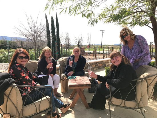 Temecula, CA: Tasting at Leoness Winery