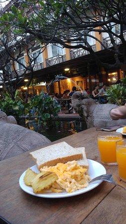 โรงแรมรามบุตรี วิลเลจ: pequeno almoço1