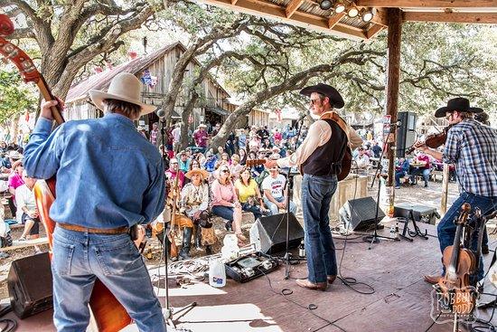 Luckenbach, TX: outdoor show