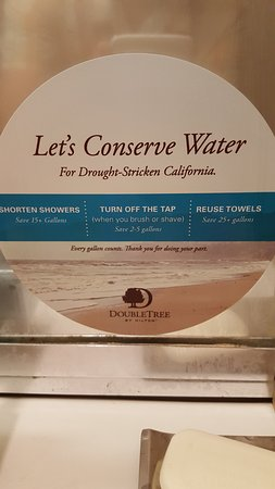 Monrovia, CA: Tell this to the shower/tub fixtures and all the water that is wasted from overspray