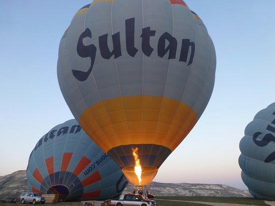 Sultan Balloons: 朝は寒いですので暖かい服装が良いですよ。
