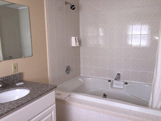 Hyannis Inn Motel : whirlpool Tub