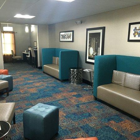 Shawnee, KS: Lobby Area and Business Center