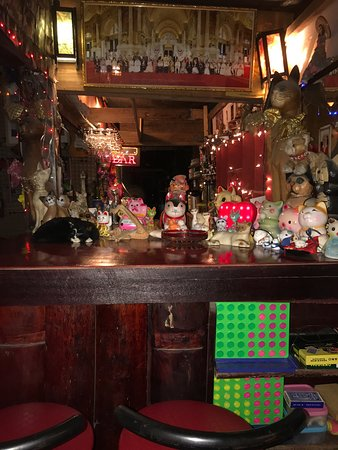 Cat Bar: Nice atmosphere, me and buddy spend 2 nights in Chian rai and 2 nights here, calsberg is 90baht
